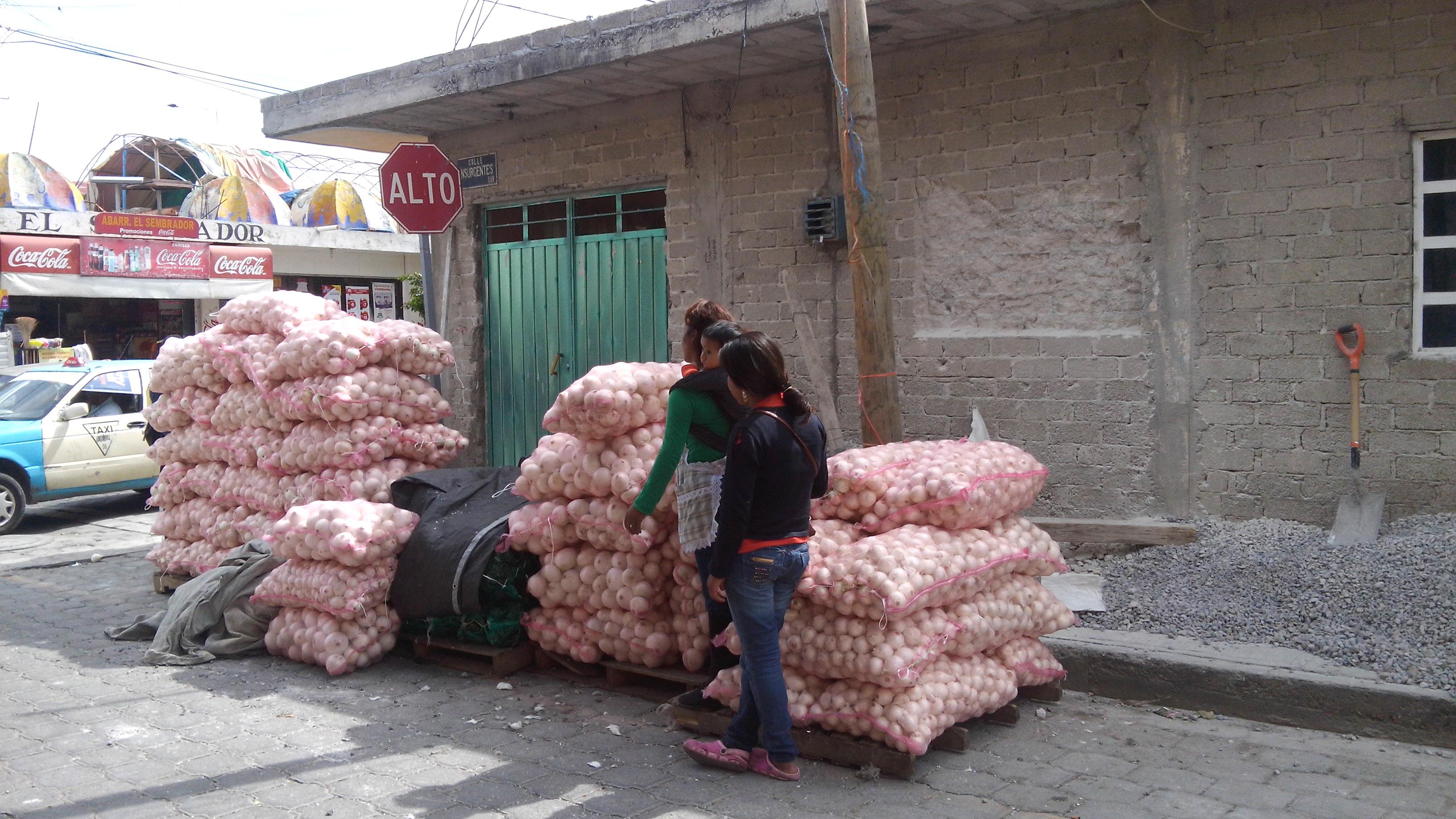 Se inconforman vecinos de La Purísima por la instalación de comerciantes