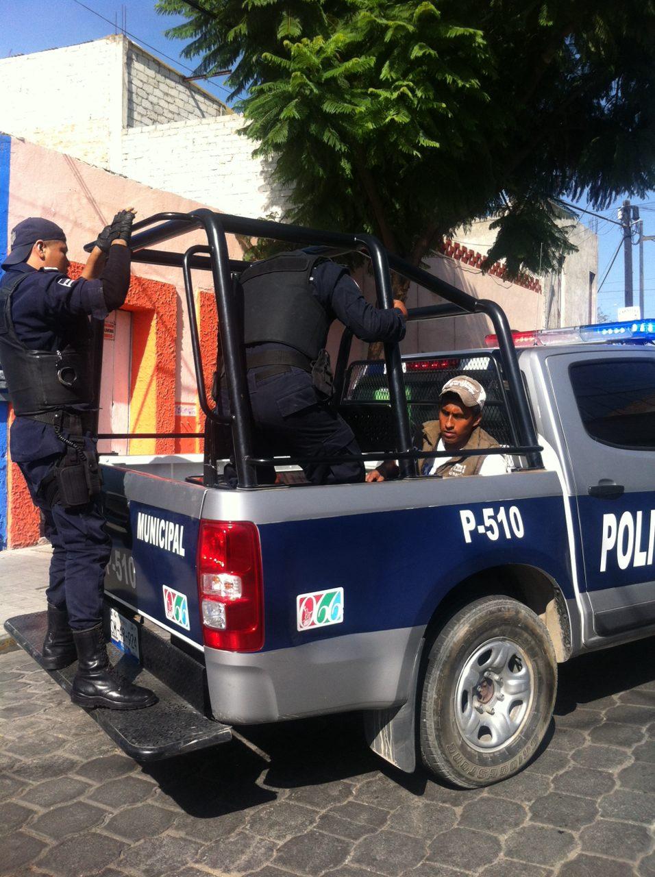 El desalojo de la Policía Municipal, dejó varios detenidos