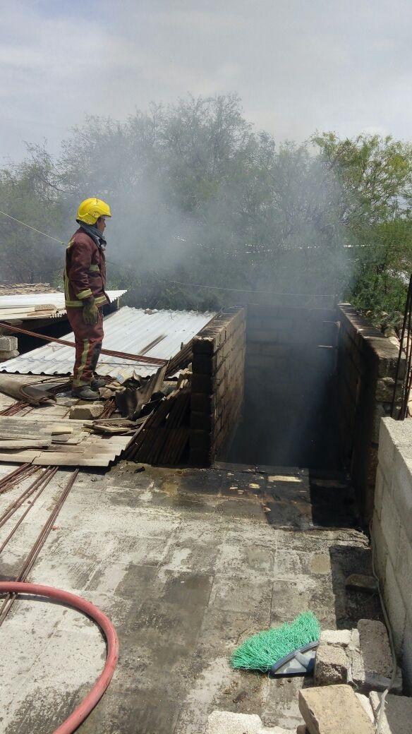 Incendio en Zinacatepec, acudieron bomberos de Ajalpan a auxiliar