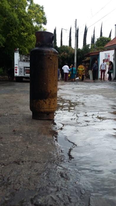 Arrasó el fuego con cuatro viviendas en Fovissste El Rosario