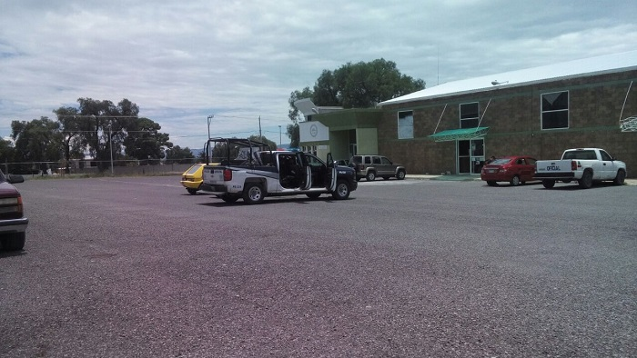 Traileros y policías frustran robo de trailer cargado con productos enlatados