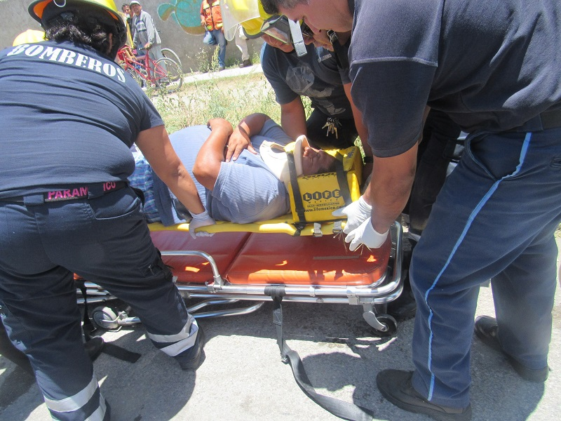 Cinco lesionados fue el saldo de accidente entre una moto y un taxi