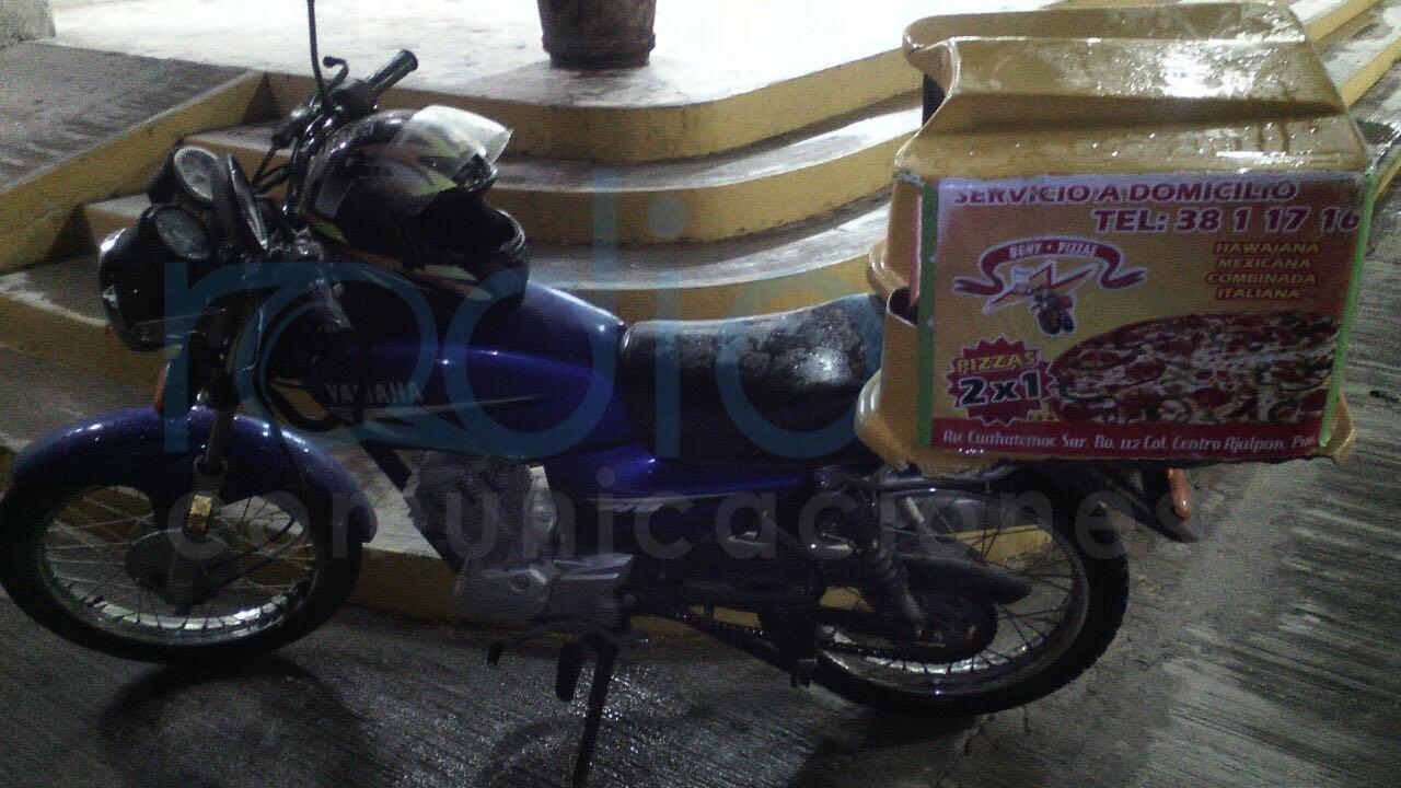 la moto tiene razón social de una pizzería de ajapan