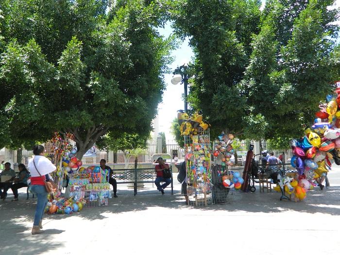 Canaco ofrece apoyo a los comerciantes ambulantes para que se regularicen