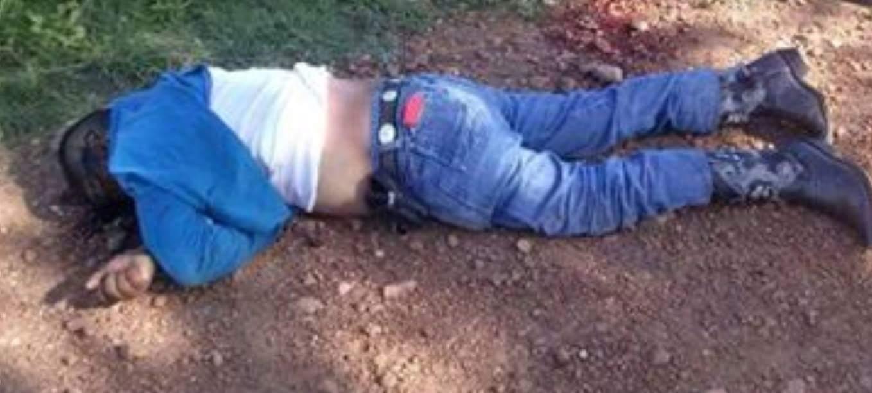 Dos cadáveres con heridas de arma de fuego fueron hallados sobre la autopista