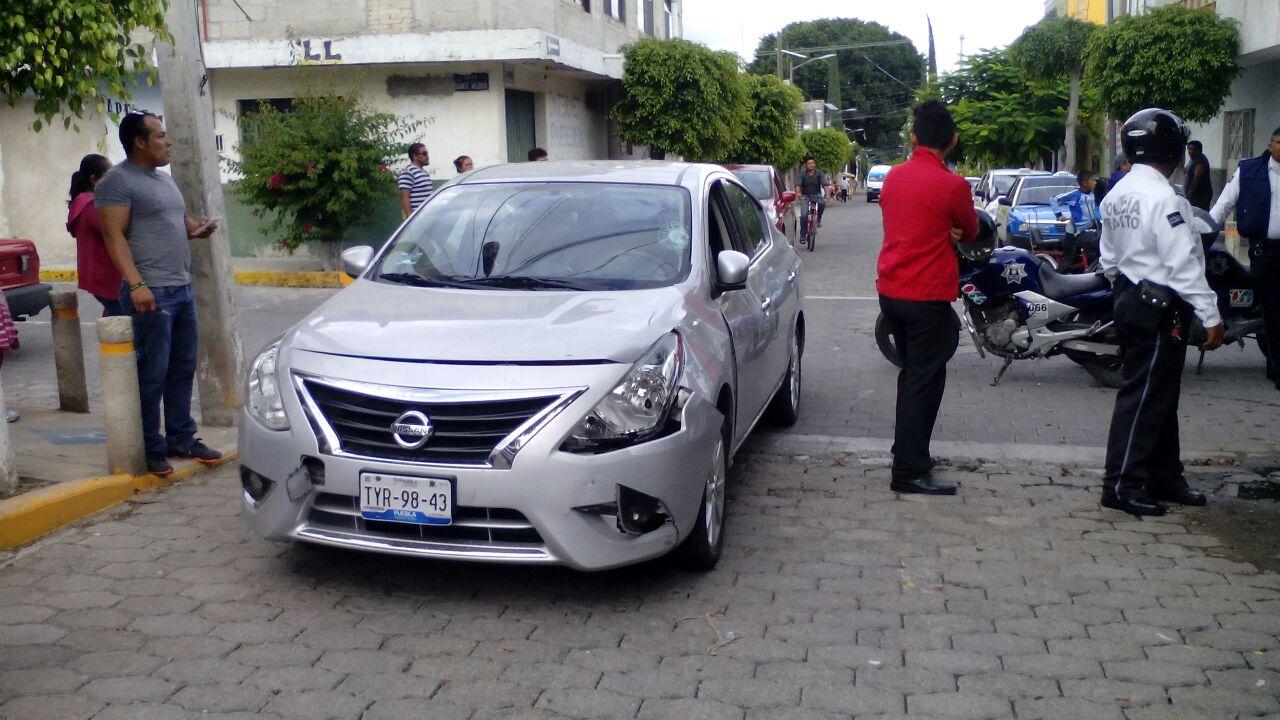 Impacta auto a motociclista, ocurrió en la colonia Nicolás Bravo