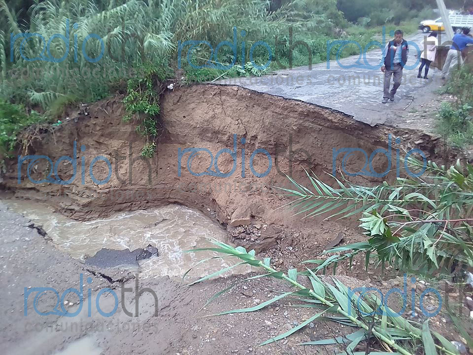 Foto: Puente colapsado sobre la carretera de San Antonio Cañada - San Pablo Tepetzingo